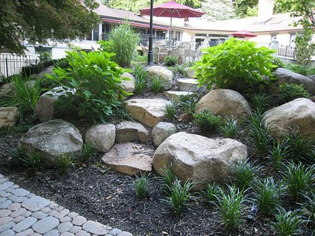 34 Casual Rock Garden Landscaping Design Ideas To Try This Year